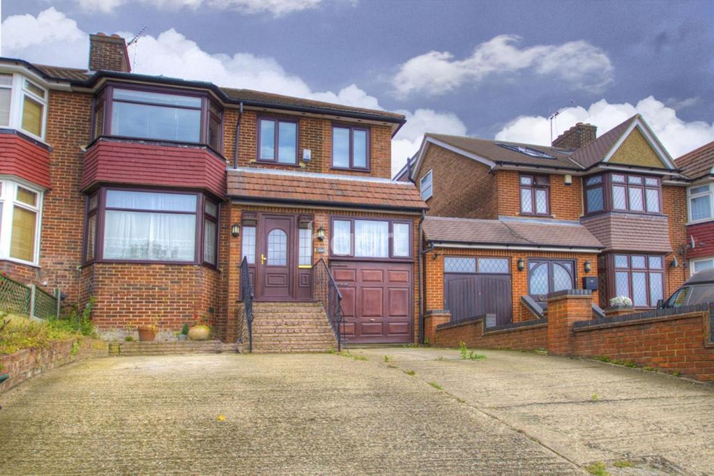 4 Bedrooms Semi Detached House for sale in Kingsbury Road, NW9