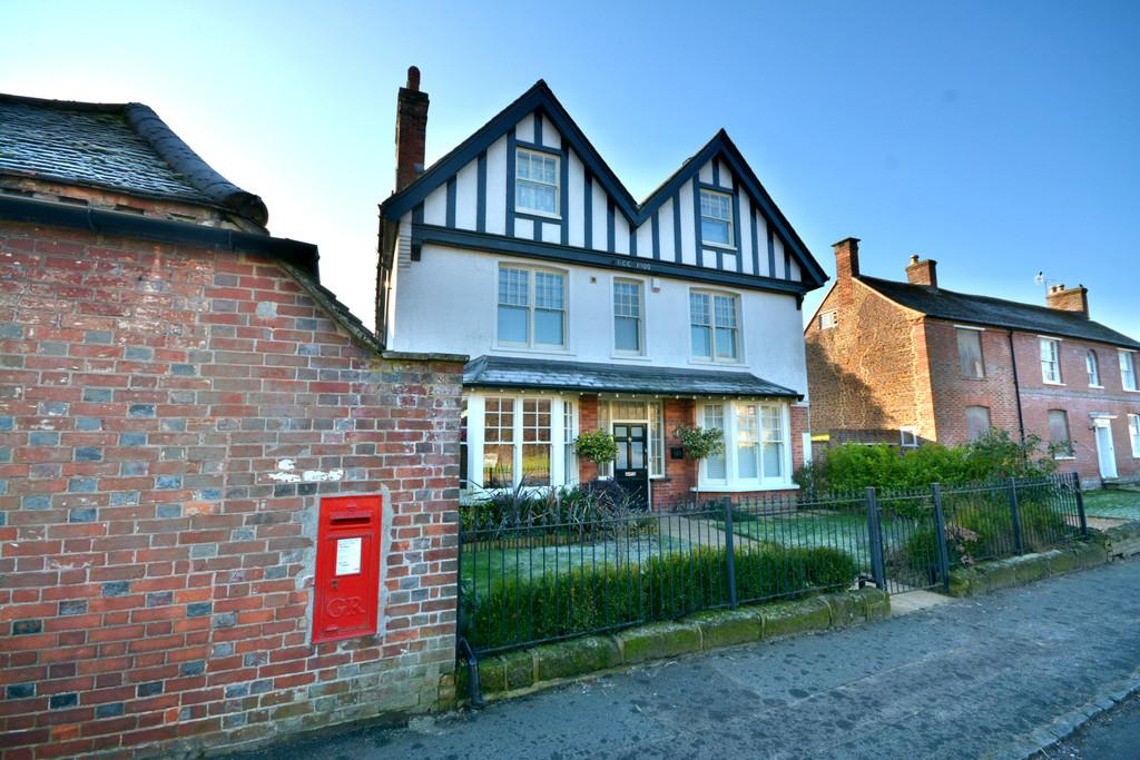 3 Bedrooms Semi Detached House for sale in Pulborough
