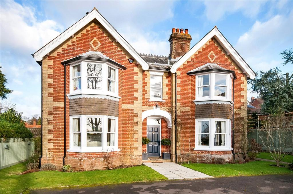 4 Bedrooms Detached House for sale in Vicarage Park, Redlynch, Salisbury, Wiltshire, SP5