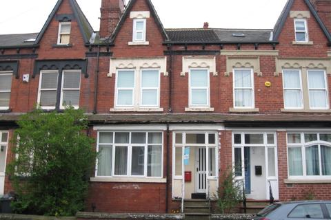 4 bedroom terraced house to rent - Roman Place LS8