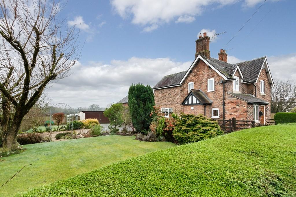 4 Bedrooms Detached House for sale in Alpraham, Cheshire