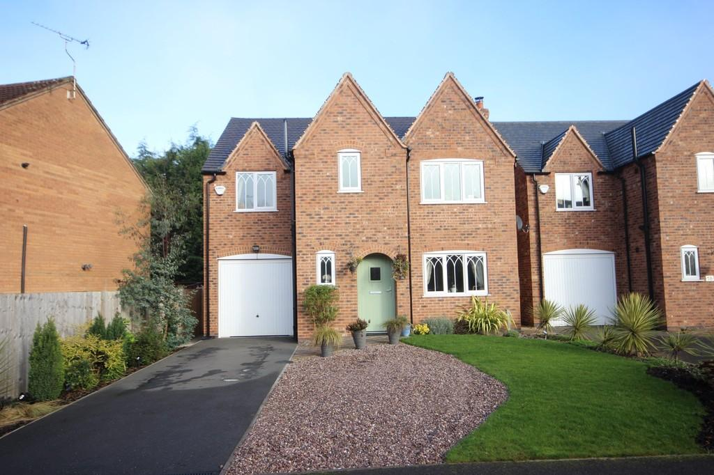 4 Bedrooms Detached House for sale in Oak Close, Castle Gresley