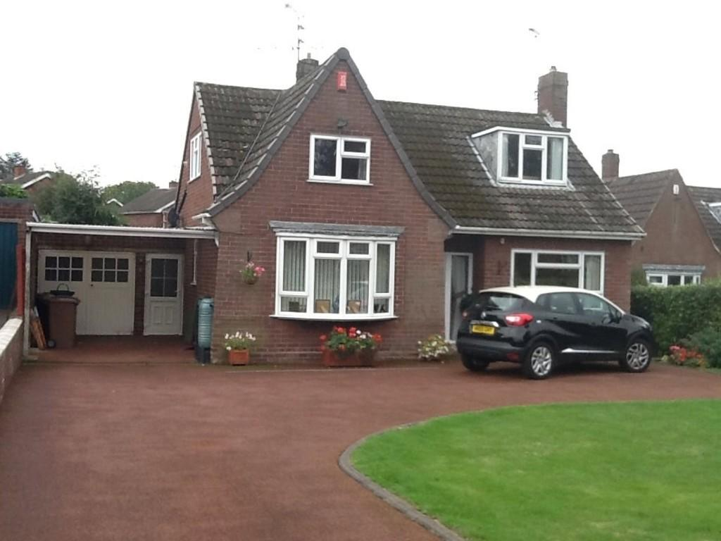 4 Bedrooms Detached House for sale in Sandringham Close, Stafford