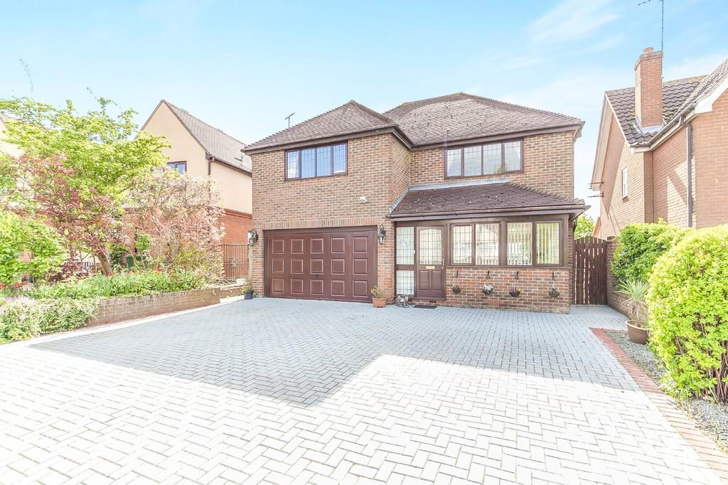 4 Bedrooms Detached House for sale in Halstead Road, Gosfield, CO9 1PG