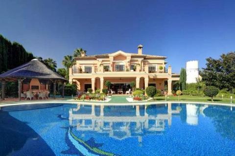 5 bedroom house  - Atalaya de Rio Verde, Nueva Andalucia, Costa Del Sol