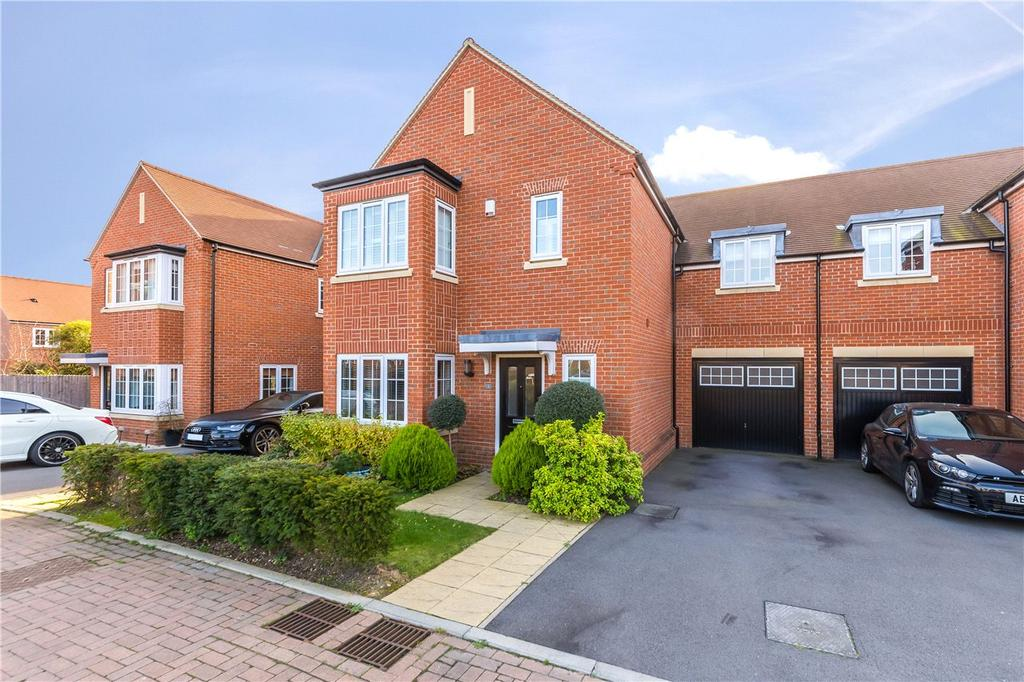 4 Bedrooms Semi Detached House for sale in Tiberius Square, Kings Park, St. Albans, Hertfordshire