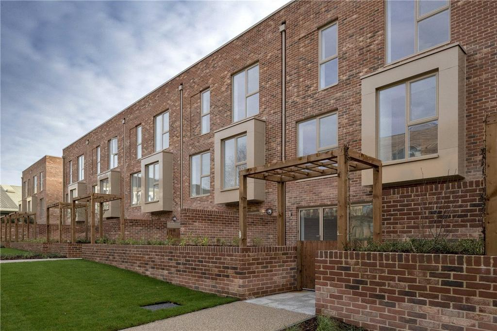 5 Bedrooms Terraced House for sale in 2 Harrison Drive, Magna, Cambridge, CB2
