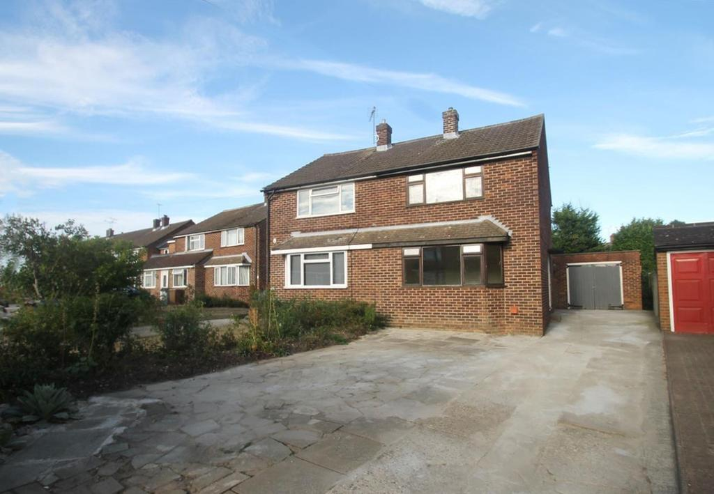 3 Bedrooms Semi Detached House for sale in Ash Grove, Chelmsford, Essex, CM2