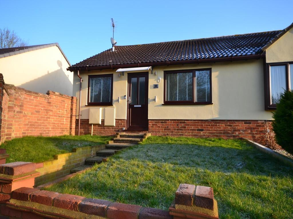 2 Bedrooms Semi Detached Bungalow for sale in Station Road, Dunmow, Essex, CM6