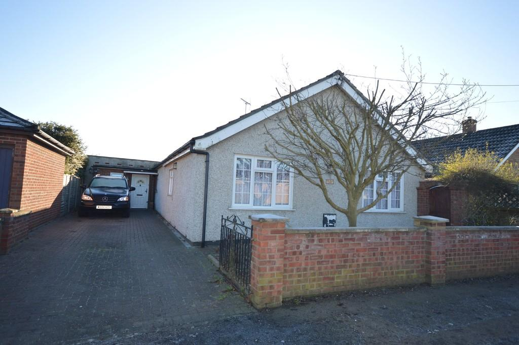 3 Bedrooms Detached Bungalow for sale in Villa Road, Stanway
