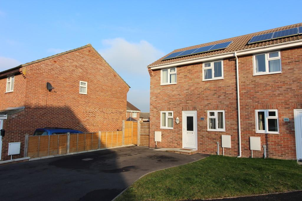 2 Bedrooms Semi Detached House for sale in Strode Road