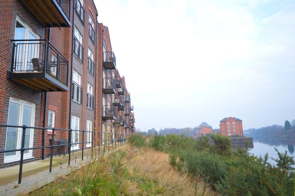 2 Bedrooms Apartment Flat for sale in Emperor Court,, Walton Locks, Warrington