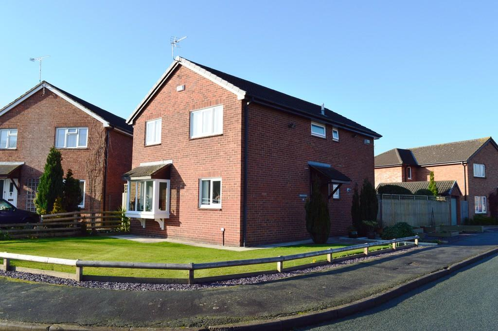 4 Bedrooms Detached House for sale in Columbine Close, Huntington