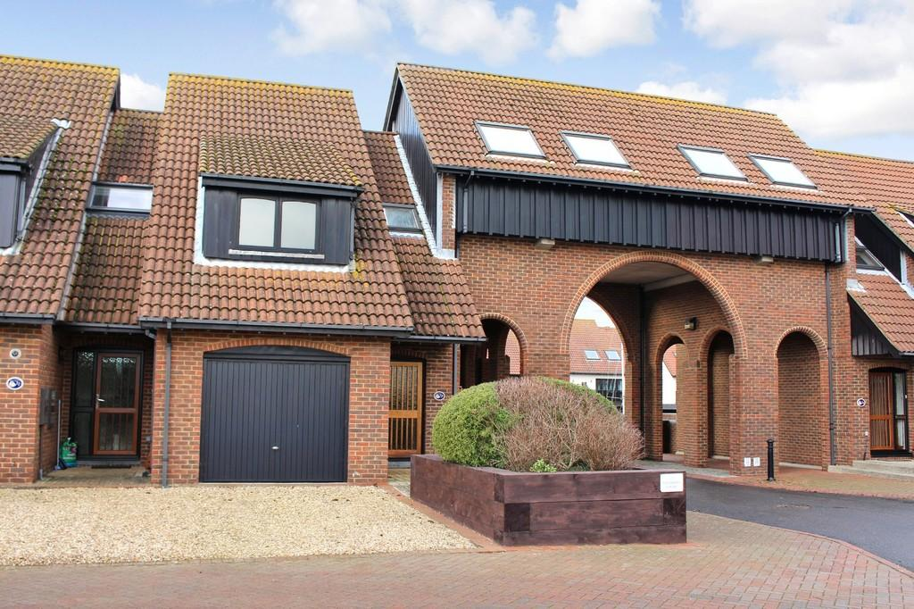 3 Bedrooms Town House for sale in Velsheda Court, Hythe