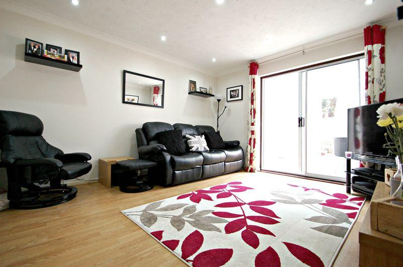 2 Bedrooms Terraced House for sale in Dukes Close, PETERSFIELD, Hampshire