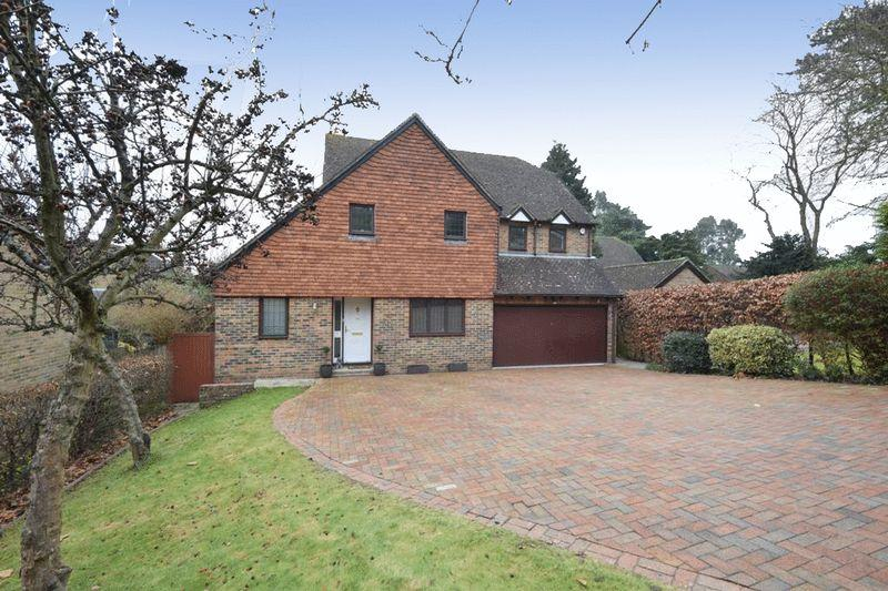5 Bedrooms Detached House for sale in Heathfield Road, Maidstone
