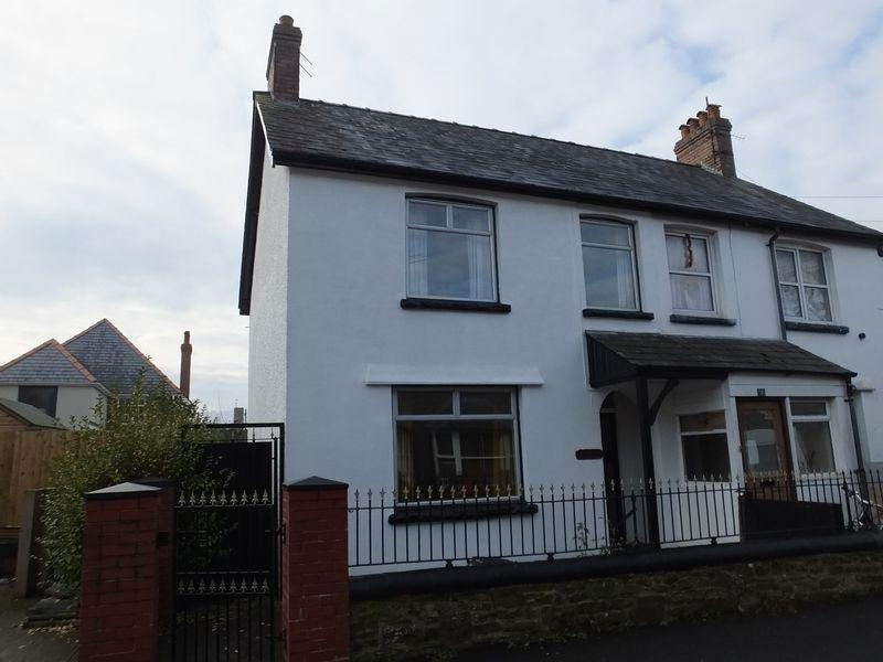 3 Bedrooms Semi Detached House for sale in Priory Road, Abergavenny