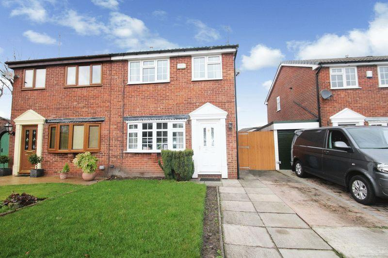 3 Bedrooms Semi Detached House for sale in Beechfield Close, Bamford, Rochdale OL11 5QG