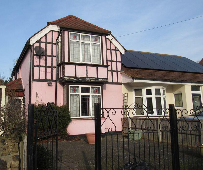 3 Bedrooms Semi Detached House for sale in Trinity Road, Southend-On-Sea