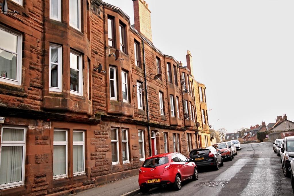 2 Bedrooms Flat for sale in Craigie Avenue, Ayr, Ayrshire, KA8 0EQ
