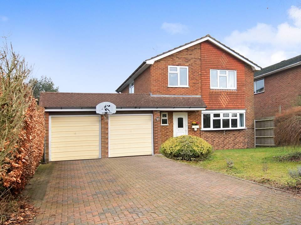 4 Bedrooms Detached House for sale in Cul de sac location in, Liphook