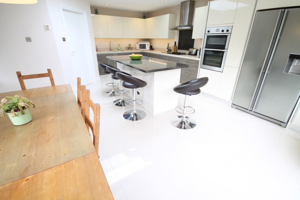 4 Bedrooms Detached House for sale in Hazelbank Close, Liphook