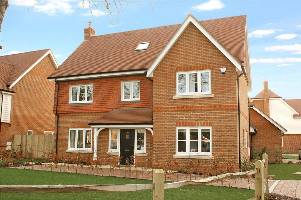 5 Bedrooms Detached House for sale in Copsewood, Oakwood Road, Horley, Surrey, RH6
