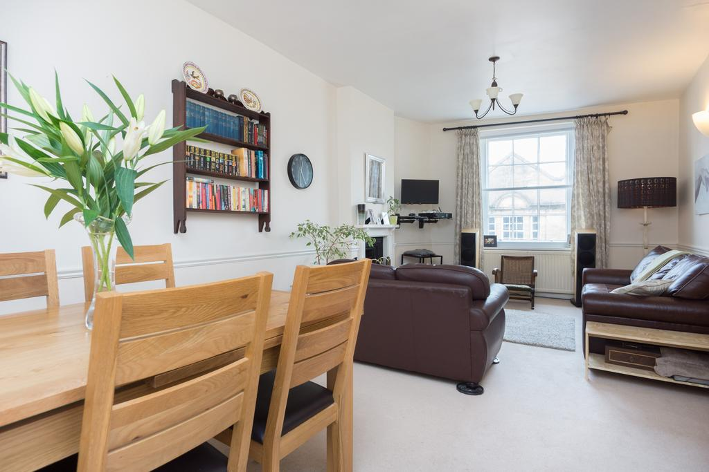 3 Bedrooms Flat for sale in Printers Court, Cheap Street, Sherborne