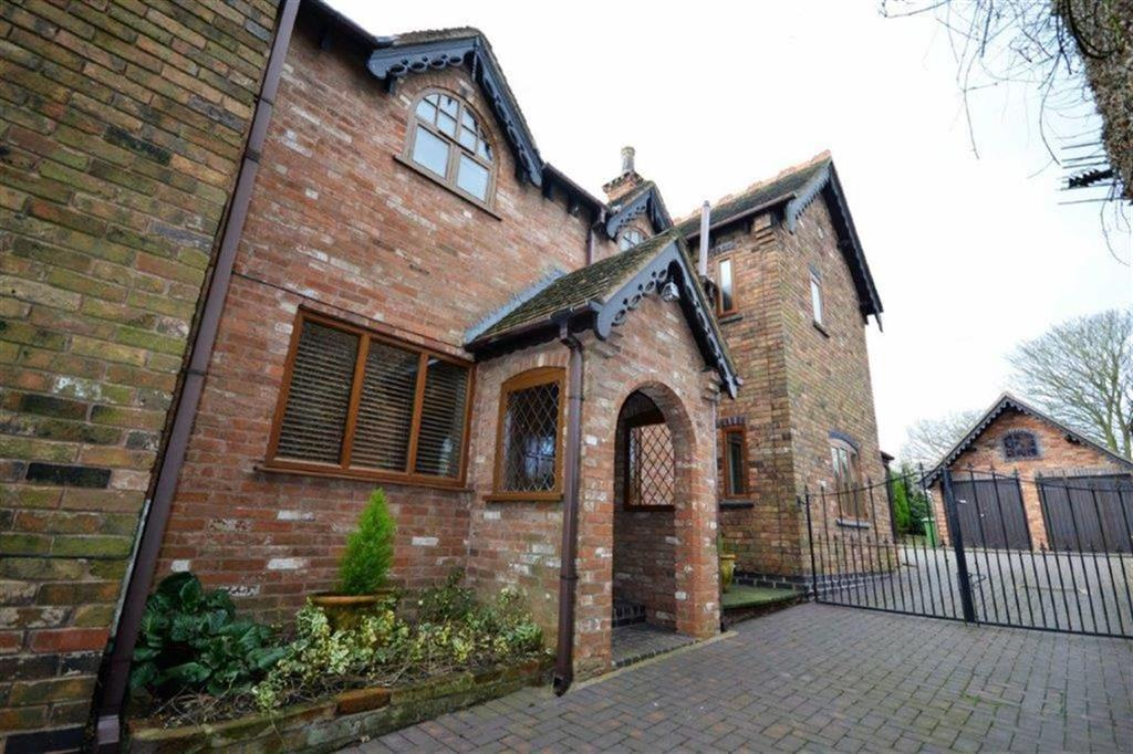 4 Bedrooms Detached House for sale in Plough Hill Road, Nuneaton