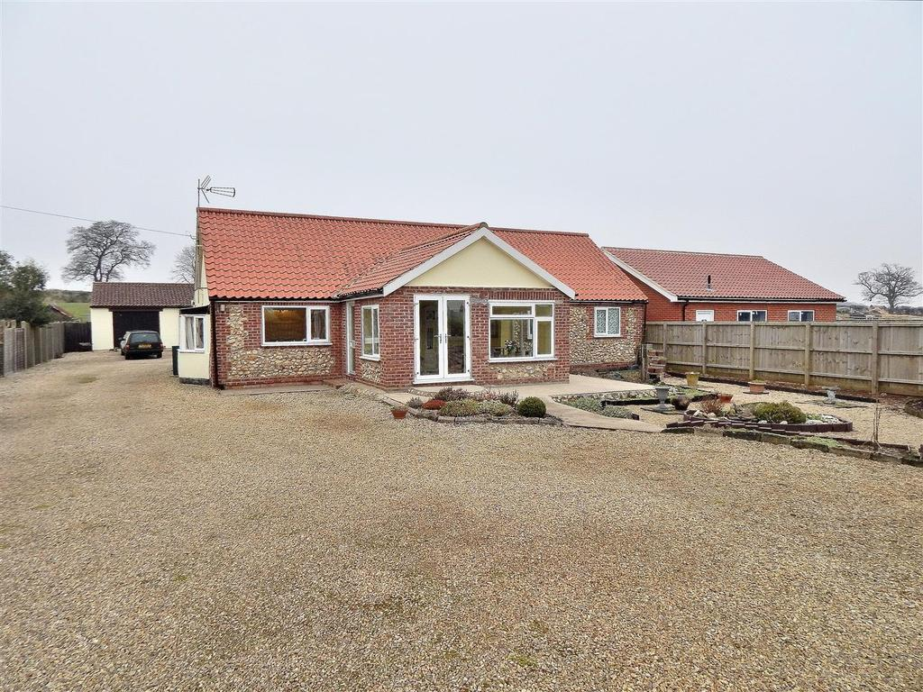 3 Bedrooms Detached Bungalow for sale in Fakenham Road, Stanhoe, King's Lynn