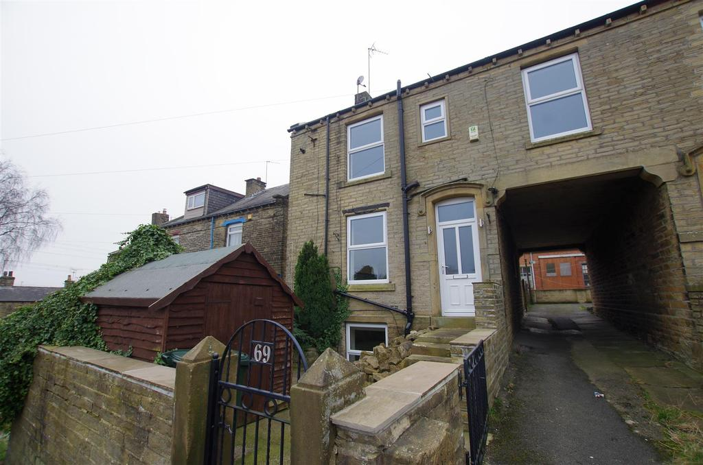 2 Bedrooms Semi Detached House for sale in Storr Hill, Wyke