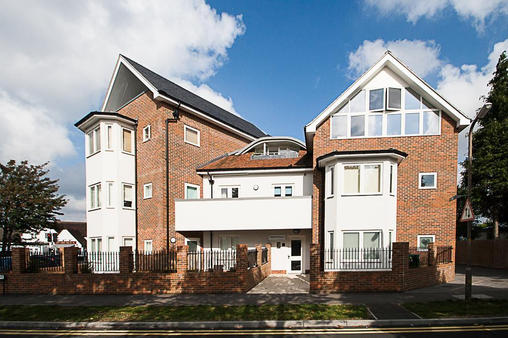 2 Bedrooms Apartment Flat for sale in Highland Avenue, Brentwood