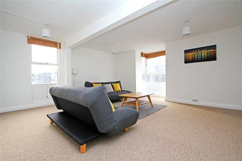 3 bedroom flat to rent - Peregrine House, Sullivan Close, London, SW11