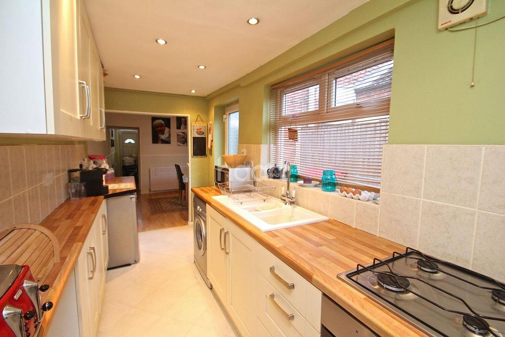 3 Bedrooms Terraced House for sale in Beardall Street, Hucknall
