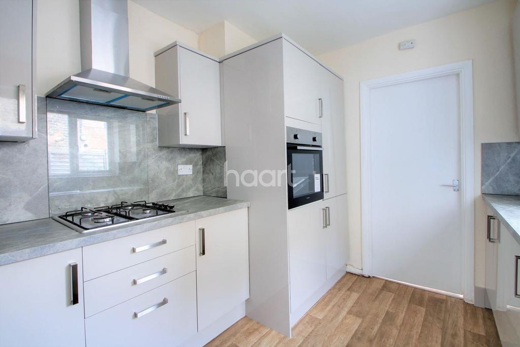 3 Bedrooms End Of Terrace House for sale in Torrens Square, London, E15