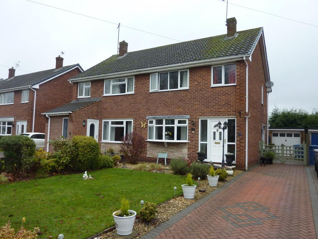 3 Bedrooms Semi Detached House for sale in Elmwood Close, Retford, Notts