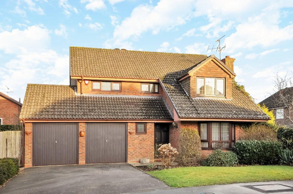 4 Bedrooms Detached House for sale in Whytings, Mannings Heath, RH13
