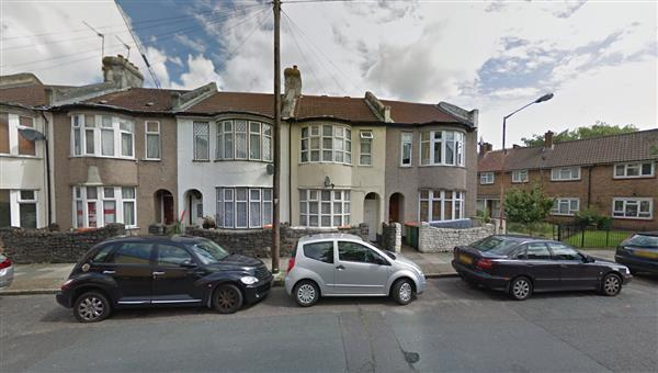 4 Bedrooms Terraced House for sale in Fords Park Road, Canning Town