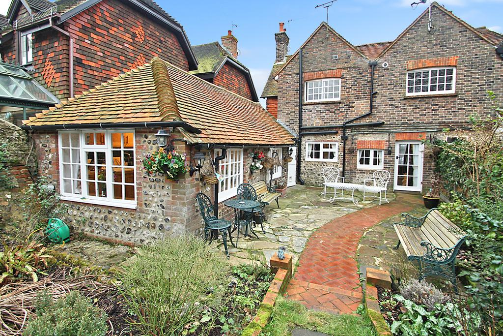 3 Bedrooms Cottage House for sale in High Street, Upper Beeding, Steyning, BN44 3WN