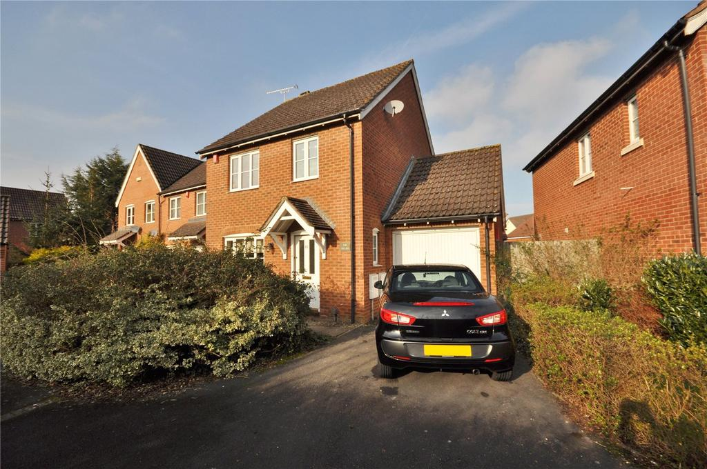 3 Bedrooms Detached House for sale in Wynwards Road, Abbey Meads, Swindon, Wiltshire, SN25