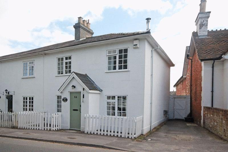3 Bedrooms Semi Detached House for sale in BURTON CHRISTCHURCH