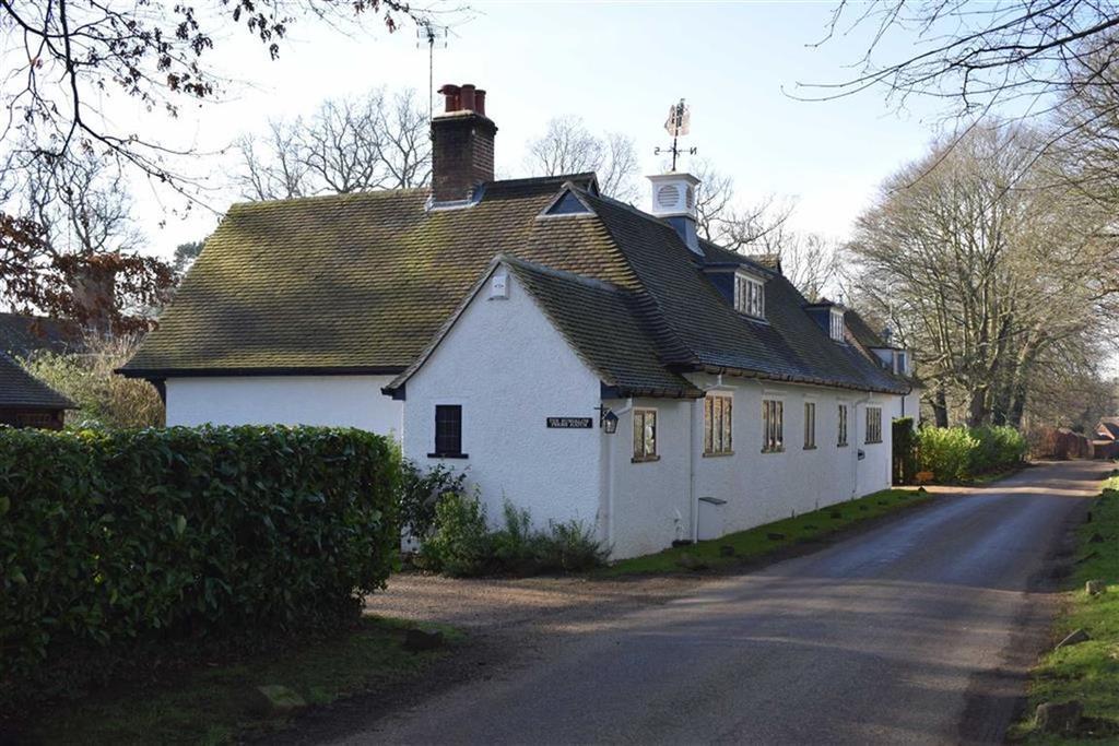 3 Bedrooms Detached Bungalow for sale in Priors Hatch Lane, Godalming, Surrey