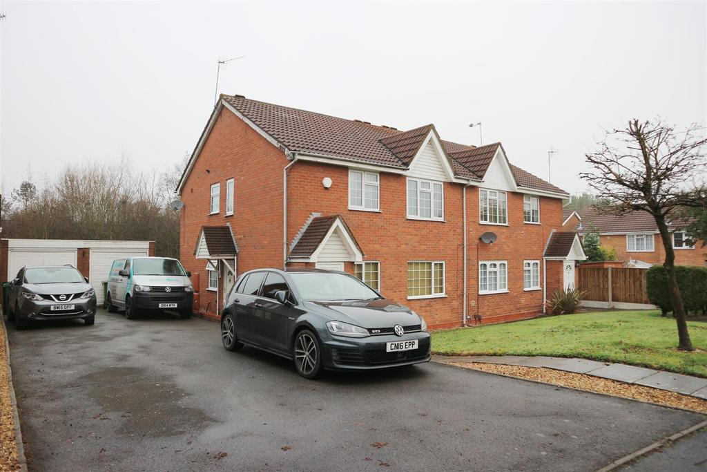 2 Bedrooms Apartment Flat for sale in Kirkstone Court, Brierley Hill