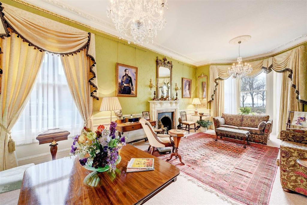3 Bedrooms Flat for sale in Grand Avenue Mansions, Hove, East Sussex