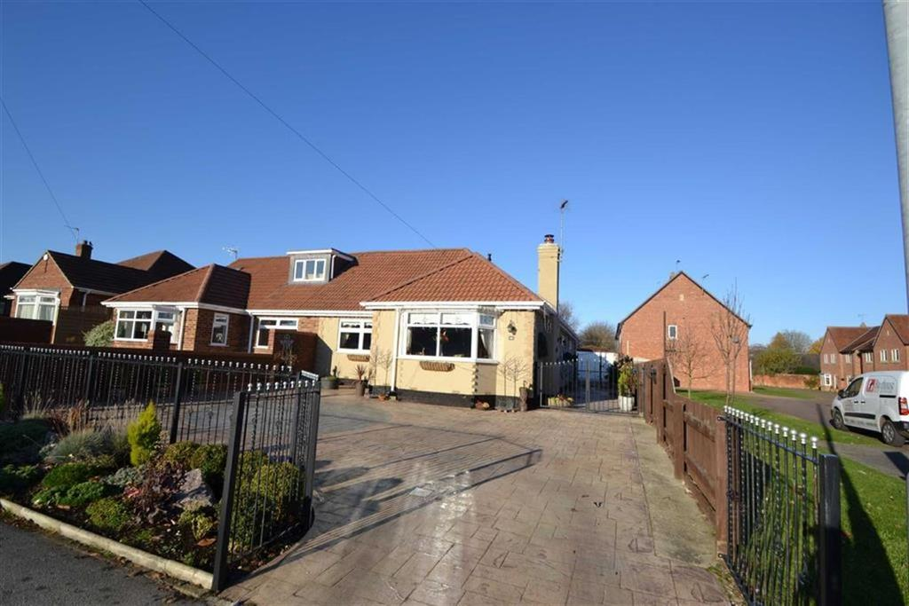 2 Bedrooms Semi Detached Bungalow for sale in Woodland Drive, Anlaby