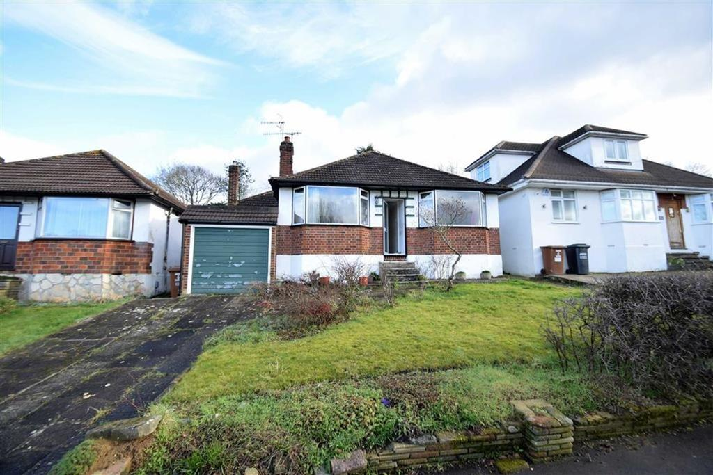 2 Bedrooms Detached Bungalow for sale in Greenfield Avenue, Watford, Herts