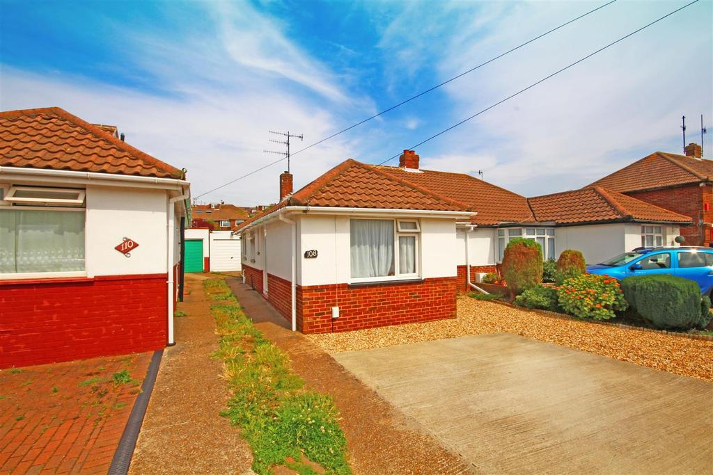 3 Bedrooms Semi Detached Bungalow for sale in Valley Road, Portslade, Brighton
