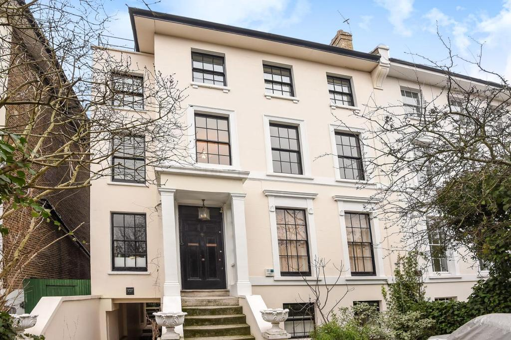 2 Bedrooms Flat for sale in Shooters Hill Road, Blackheath, SE3