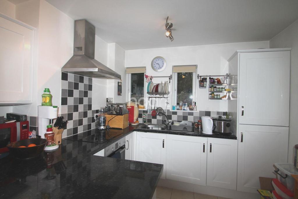 3 Bedrooms Semi Detached House for sale in Desborough Crescent