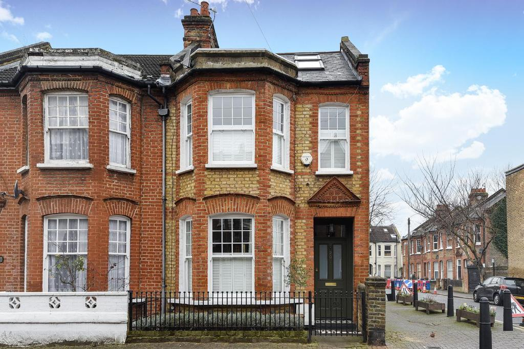 5 Bedrooms Semi Detached House for sale in Strathleven Road, Brixton, SW2